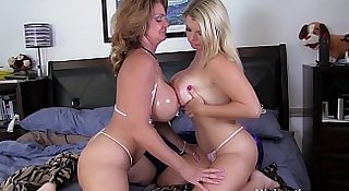 Big Titty MILFS Vicky Vette & Deauxmalive Get Off Live!